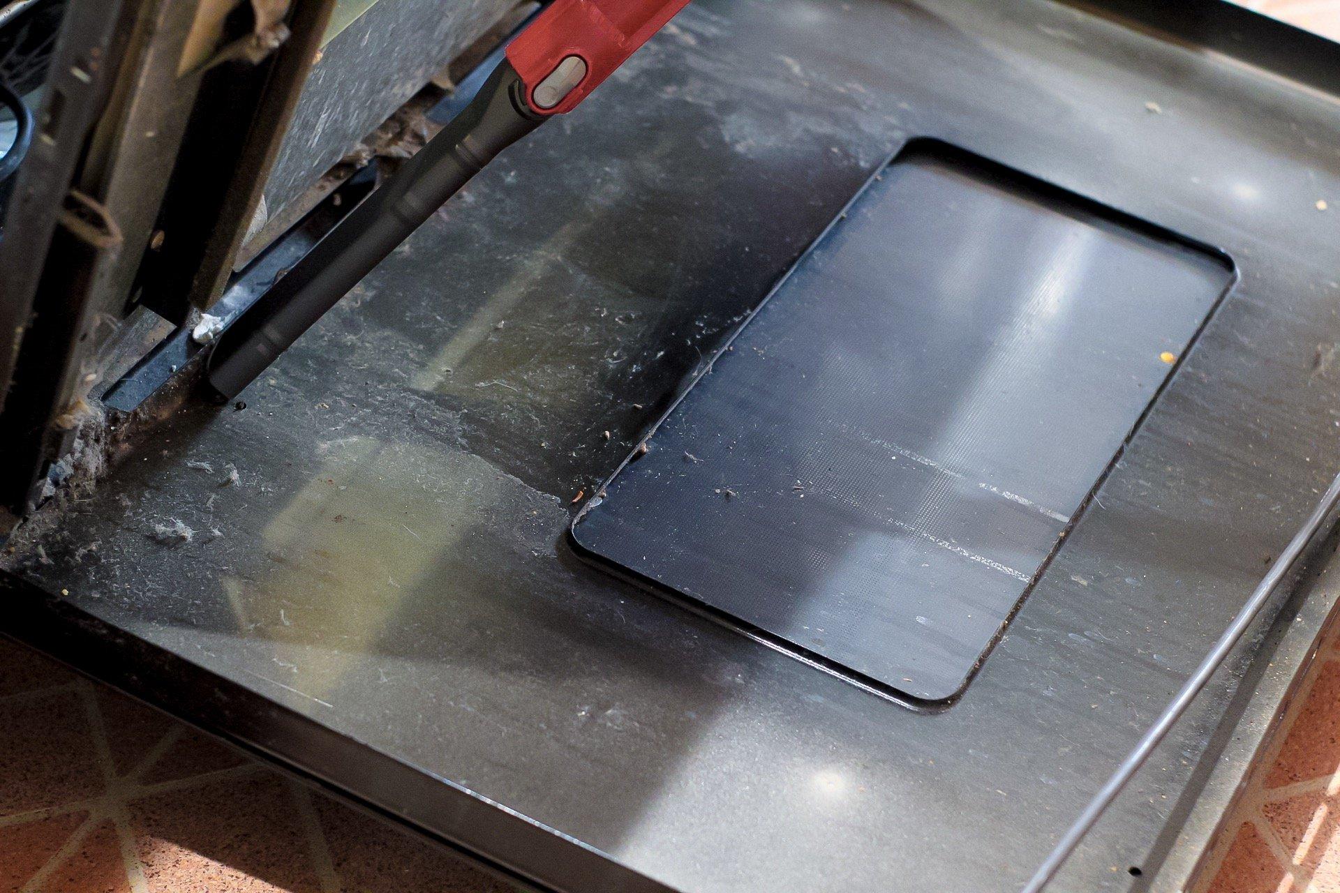 Clean between oven door glass - SLAYathomemother.com