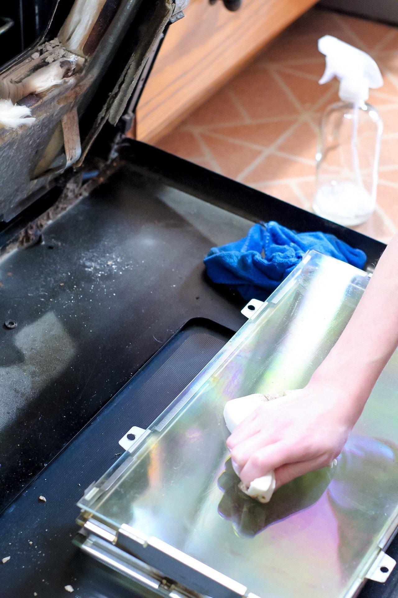 how to clean oven door between glass