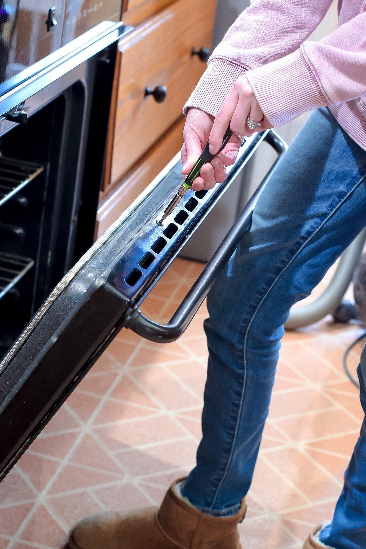 how to clean an oven door