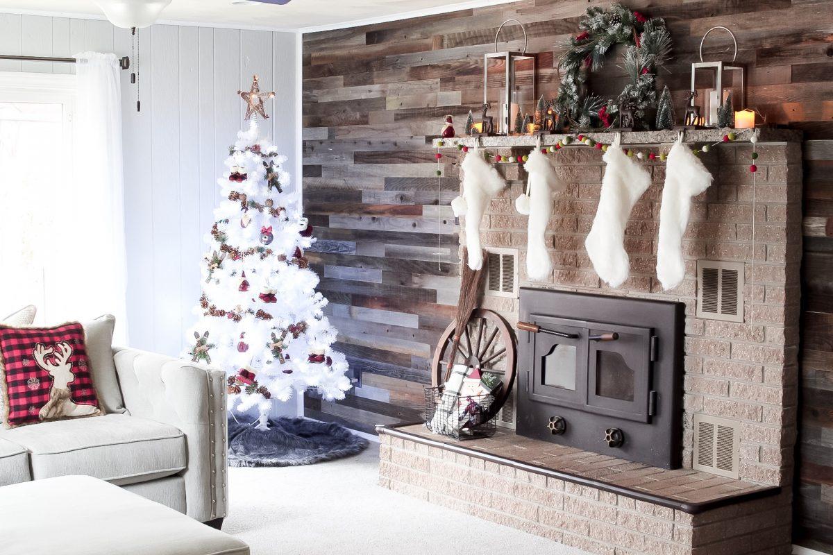 DECORATE WITH ME - CHRISTMAS EDITION - #christmasdecor #decoratewithme #slayathomemother SlayAtHomeMother.com