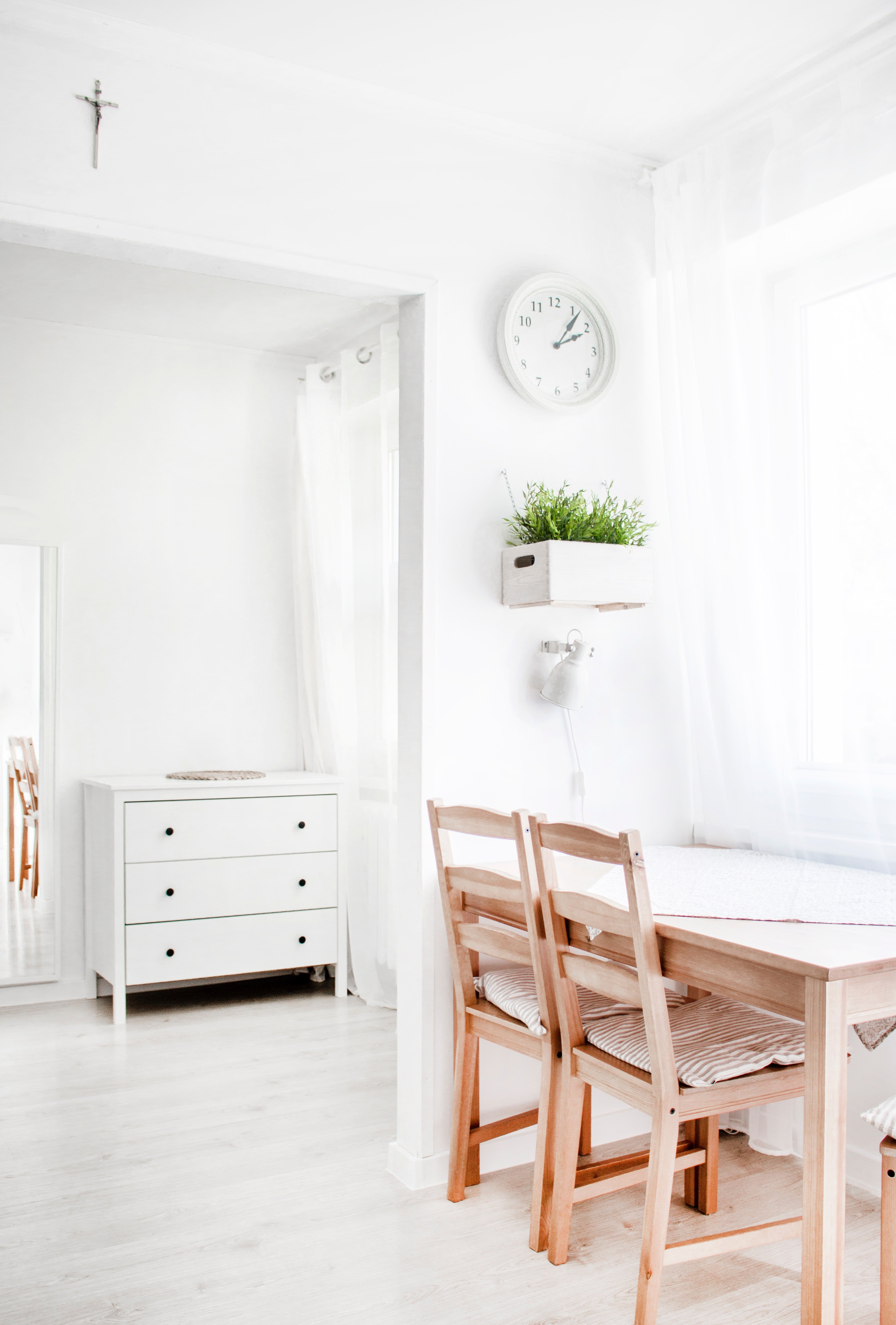 Minimalism And Motherhood: 3 Things You Need To Declutter To Make It Work