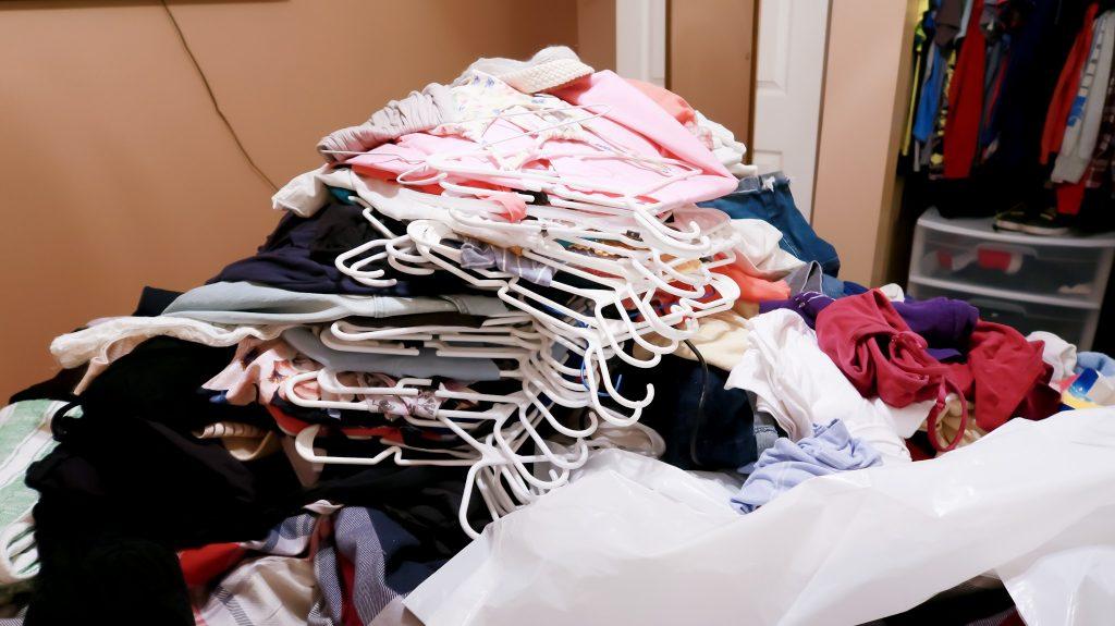 https://www.slayathomemother.com/decluttering-organizing-folding-konmari-method/