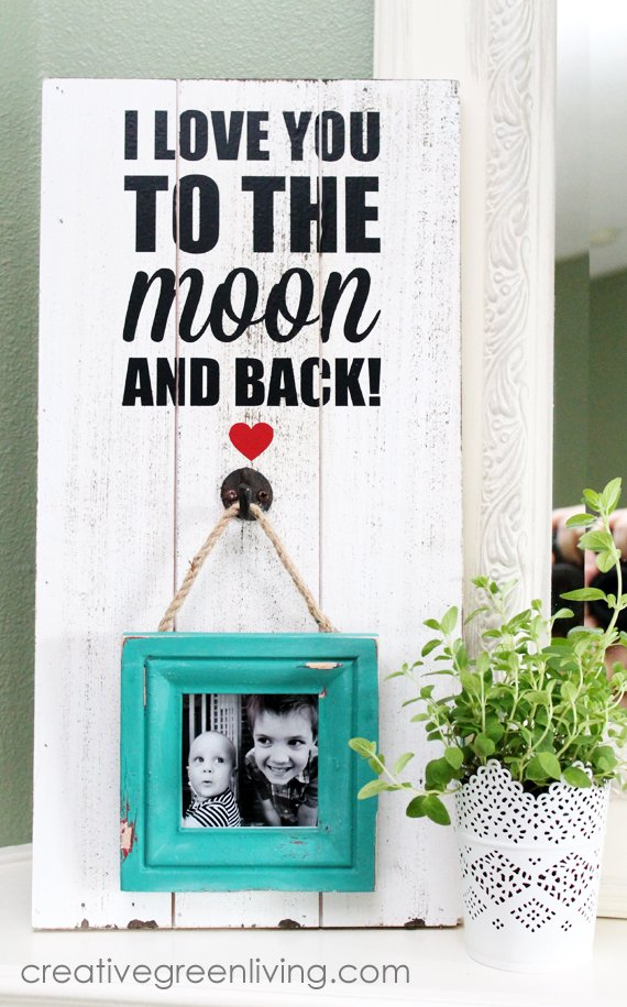 how to make a rustic distressed picture frame with a pallet background from CreativeGreenLiving.com -- SlayAtHomeMother.com