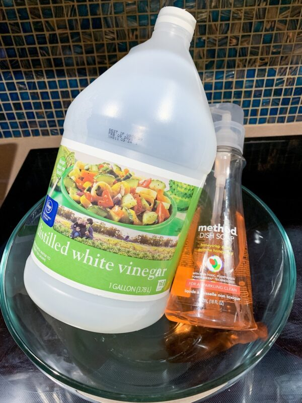 natural bathroom and shower cleaner with vinegar