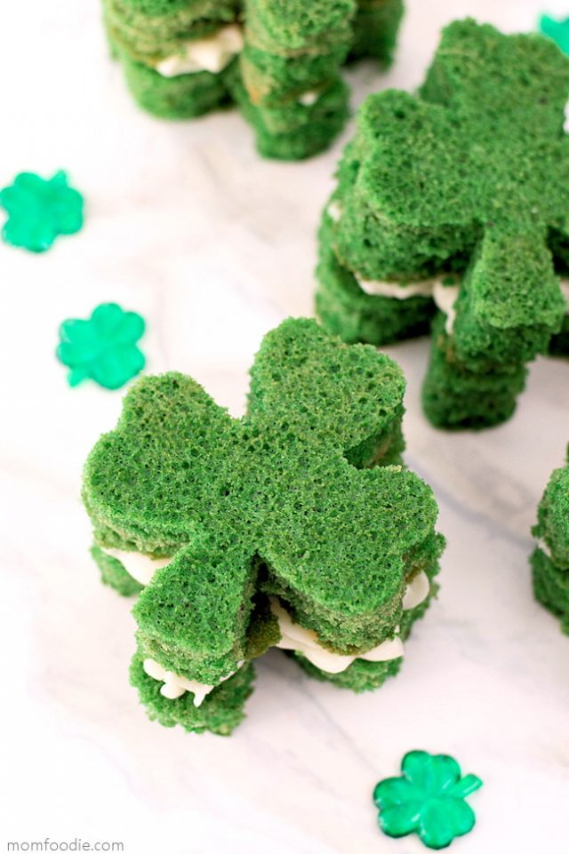 St.-Patricks-Day-Whoopie-Pies- from MomFoodie.com -- SLAYathomemother.com