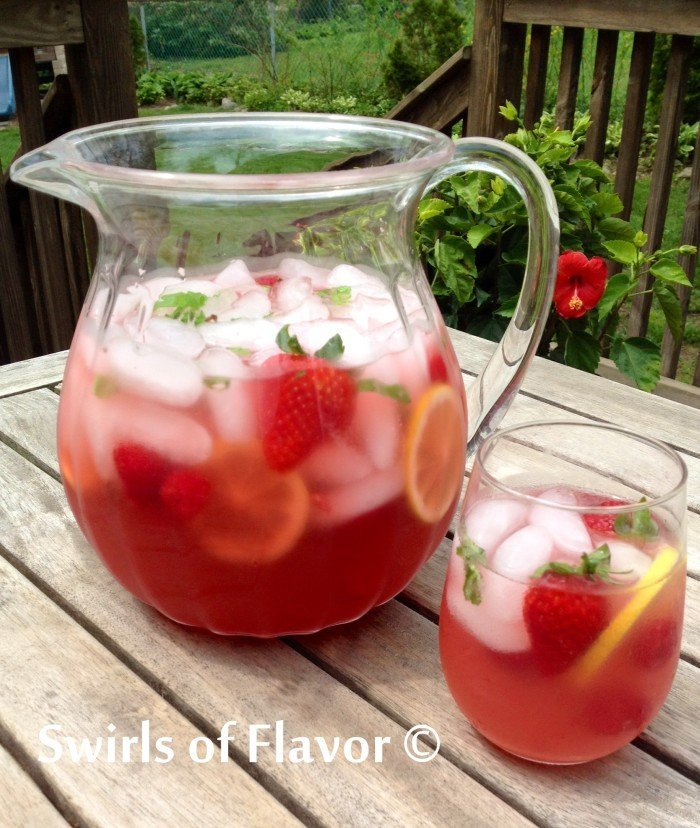 Very-Berry-Lemonade-Prosecco-Punch-700x828