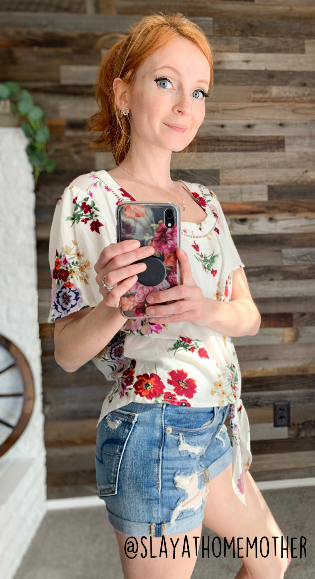 cute spring outfits - floral top from Target - slayathomemother.com