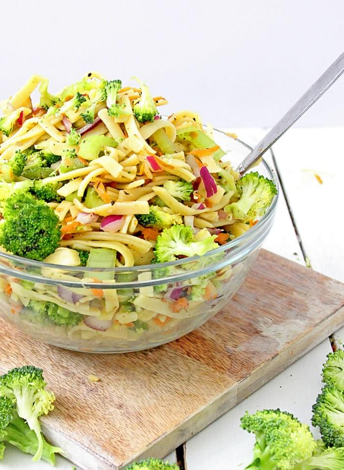 Broccoli-Apple-Salad-With-Pasta-Close-Up