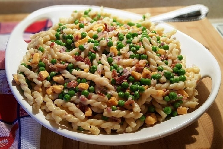 pasta peas and cheese salad