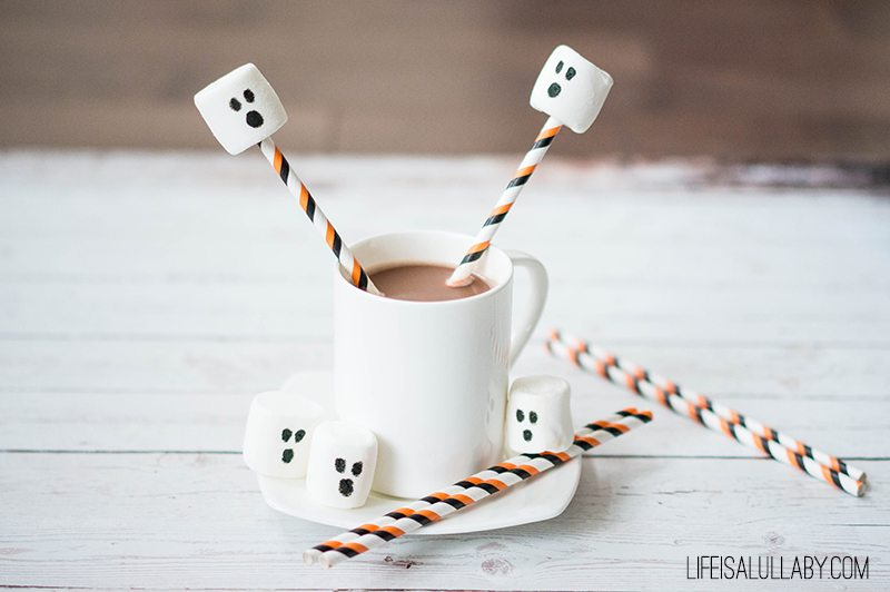 Marshmallow-Ghost-Hot-Chocolate-Halloween