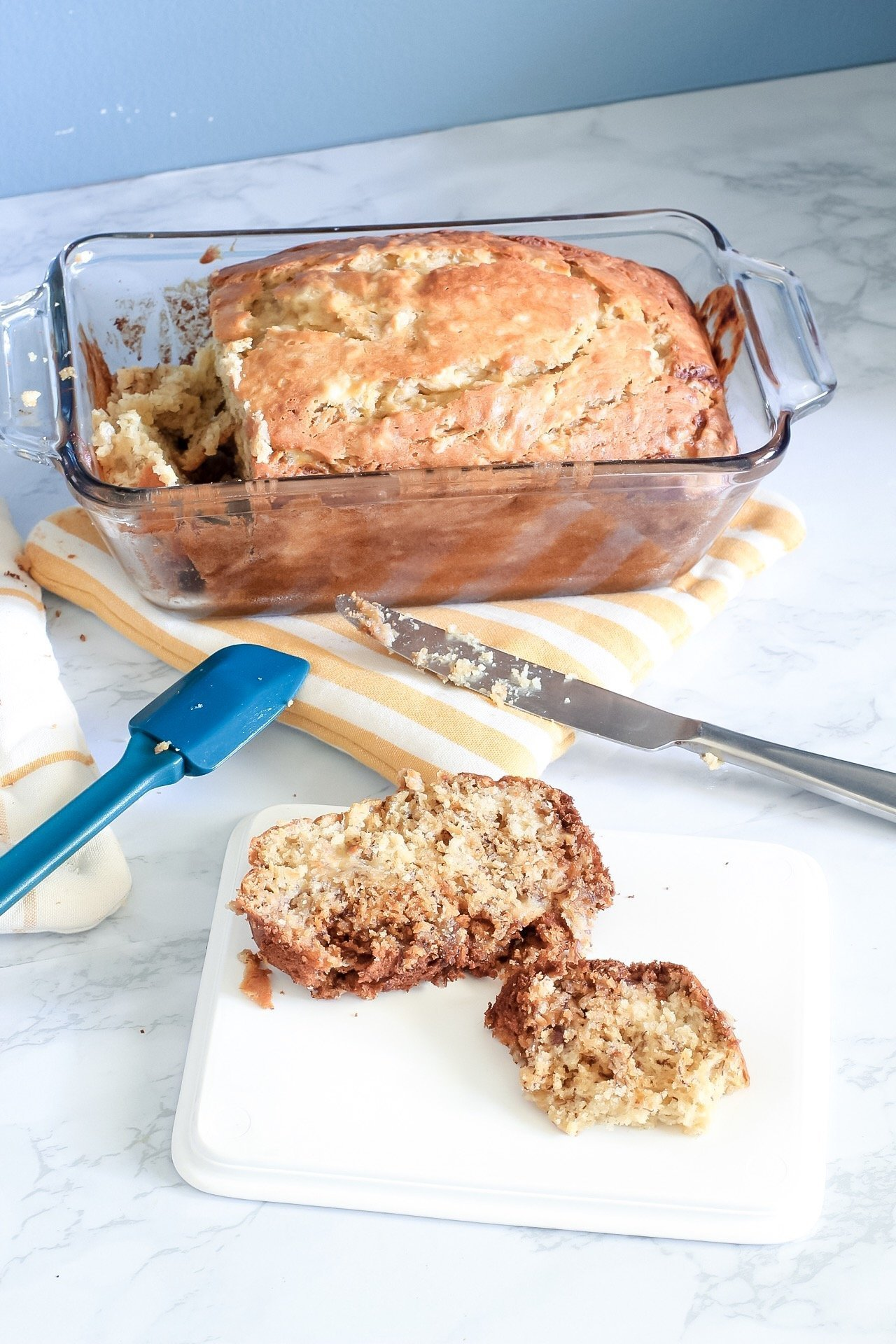 sliced banana bread with knife and spatula