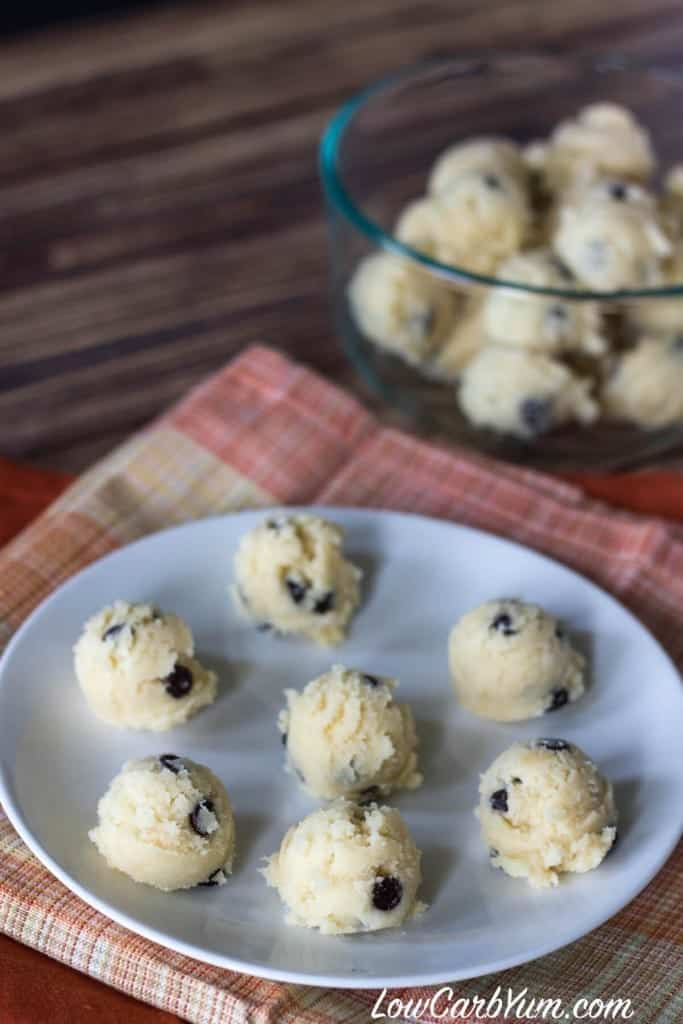 low-carb-chocolate-chip-cookie-dough-bites