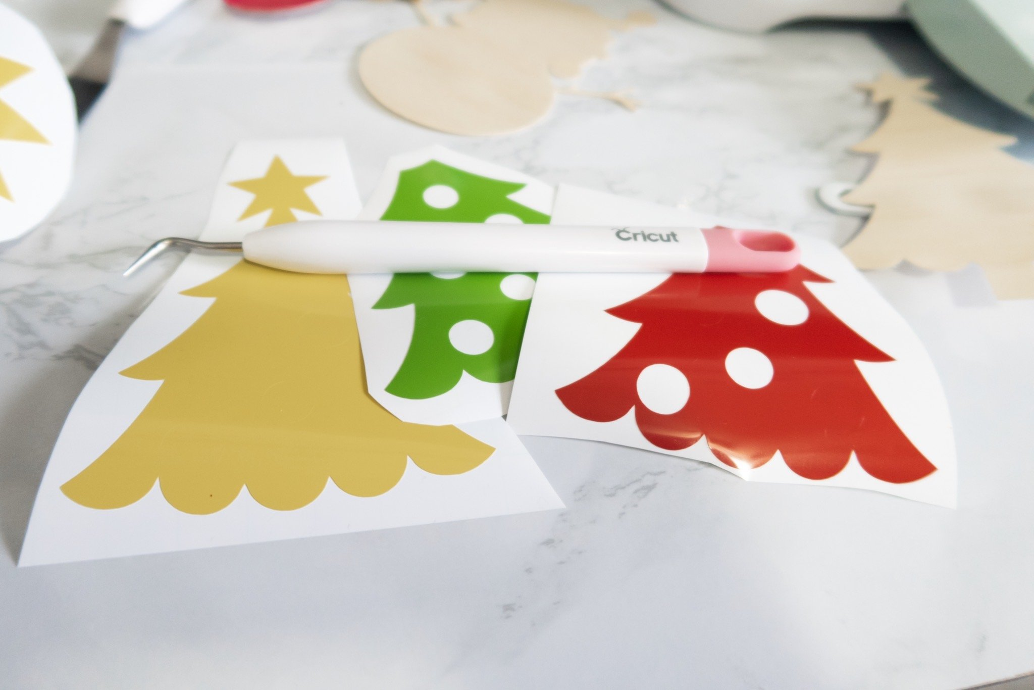 cut vinyl shapes with cricut explore air 2