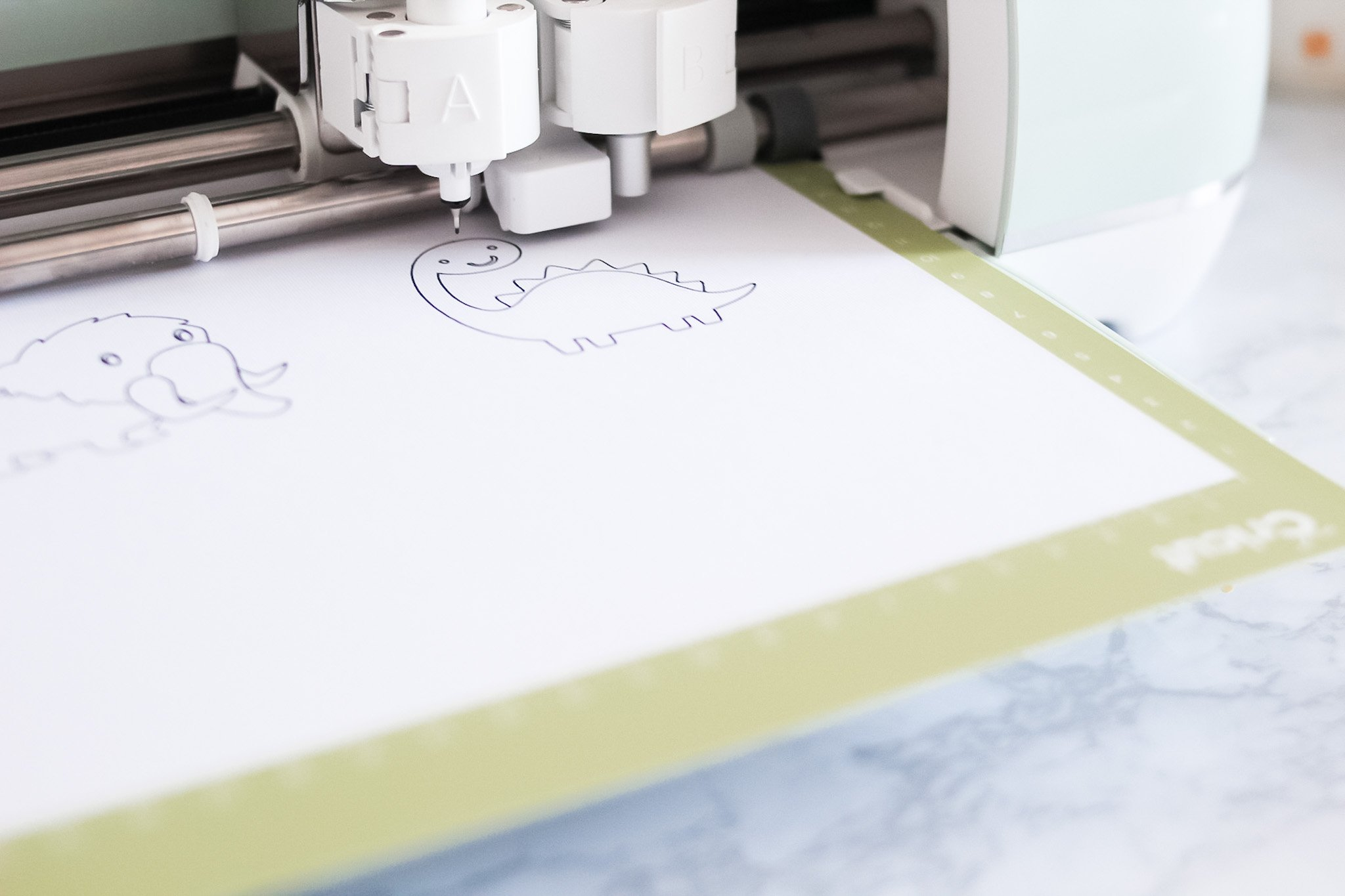 drawing with a pen using the cricut explore air 2